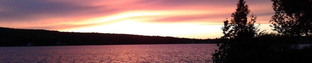 Coucher de soleil sur le lac Frontière.